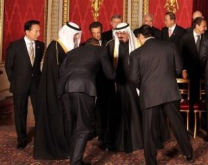 bowing_tosaudi_king