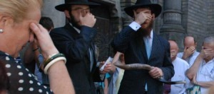 Emotional Ceremony Returns Mezuzah to Serbian Synagogue After More Than 60 Years