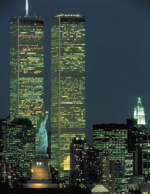 World_Trade_Center_with_Statue_of_Liberty